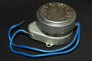 Original Synchron motor with blue wires, made for Honeywell motorised valves